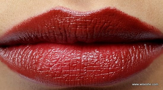 Maybelline ColorShow hot Chocolate lipswatch