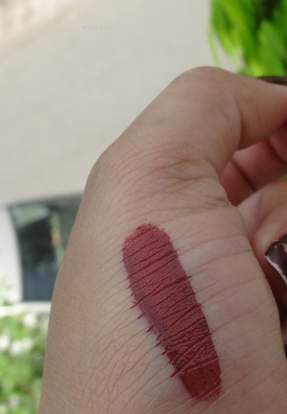 Chambor Extreme Wear Transfer Proof Liquid Lipstick 405 swatch